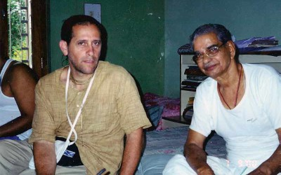 P15_Udaipur-2000-discussing-art-with-BG-Sharma